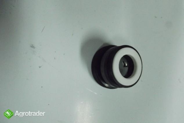 Reperturka pompy wody URSUS C 385.