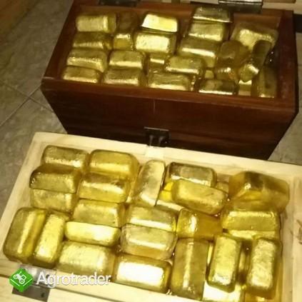 Sztabki złota, bryłki złota i diamenty