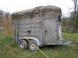 Przyczepa do transportu koni, zwierząt