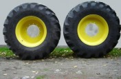 600/70 30 NOWE Michelin AXIOBIB + felgi JOHN DEERE
